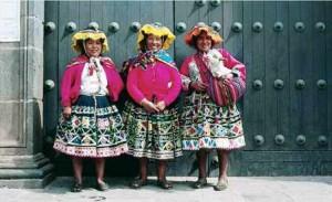 Three-Smiling-ladies Veloso Low Res