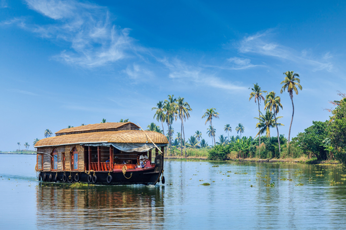 cruising-keralas-backwaters